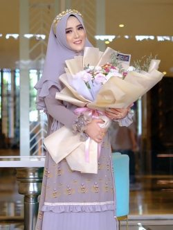 Dian Hendra is the CEO of PT. Kameela Hijabku Indonesia and the designer of the Kemala Hijabku brand. He has been in the clothing line, especially syar'i fashion since March 2015. Starting with building the Kameela Hijabku brand, in early 2021 finally added 2 more new brands, one of which was Kemala Hijabku. His motivation apart from wanting to preach in the fashion world, he also wanted to make Kemala Hijabku a trend setter for syar'i fashion not only in Indonesia but also abroad.